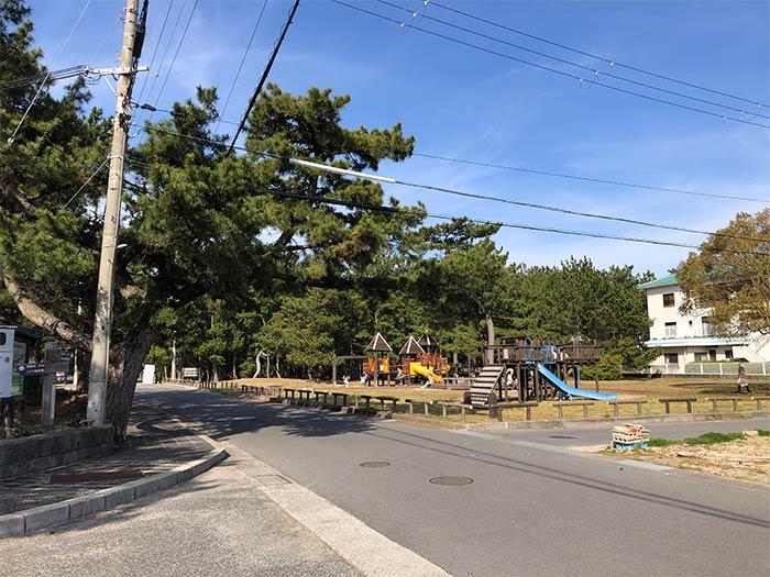 慶野松原の駐車場前にある公園