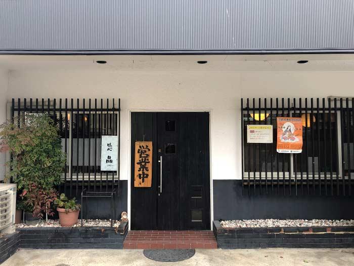 晶の店舗入口