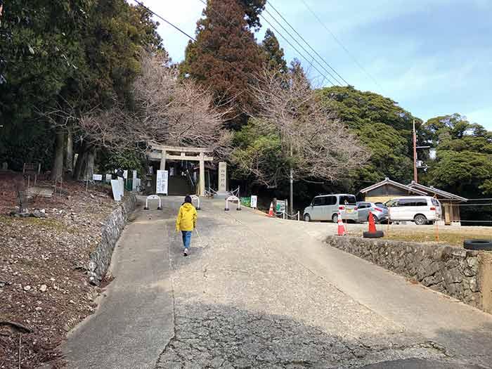 諭鶴羽神社の駐車場