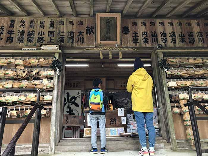 諭鶴羽神社で参拝