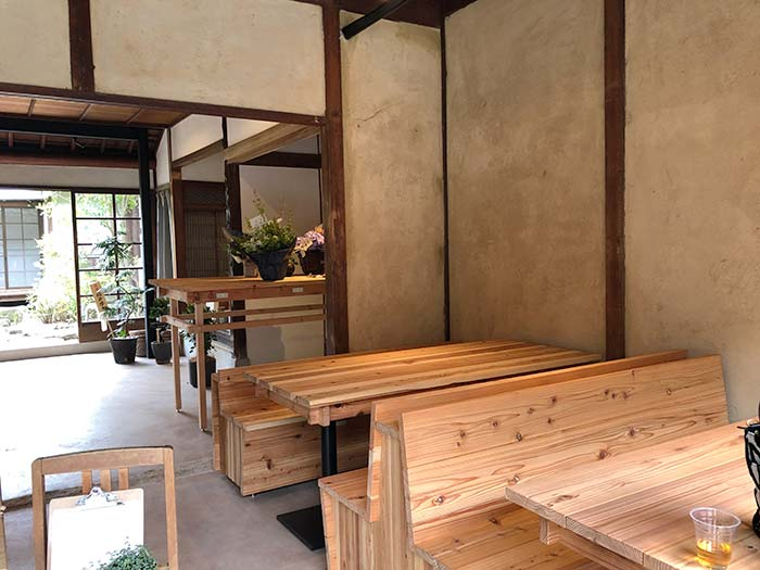 farm studio(ファームスタジオ) テーブルと燕の店内の様子