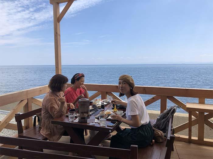 淡路島海鮮りうのテラス席でランチ