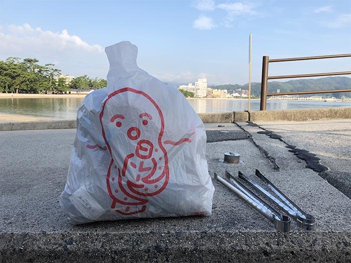 護海袋(ごみぶくろ)でビーチクリーン