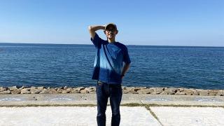 天然藍染Tシャツを着る自分